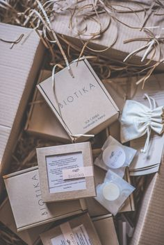 One of our recent Eco Mailer Boxes, designed by Biotika - a producer of candles.  The charm lies in its simplicity.   #Packhelp #packaging #box #cardboard #photoshoot #natural #arrangement