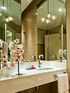 Salas e lavabo maravilhosos - confira o antes e depois da casa da leitora!