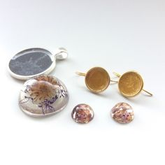 Making real dandelion and flower resin jewelry is not technically difficult. But as they say, one learns by doing. I was inspired to try by...