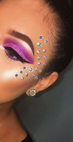 And makeup art image carnival nails, carnival makeup, rave hair, maquillage Makeup Inspo, Makeup Art, Makeup Inspiration, Beauty Makeup, Fairy Makeup, Makeup Geek, Hair Beauty, Beauty Nails, Makeup Ideas