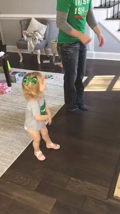 Funny Videos For Kids, Funny Short Videos, Funny Animal Videos, Cute Funny Baby Videos, Cute Funny Babies, Cute Kids Pics, Cute Pictures, Feliz Gif, Cool Dance Moves