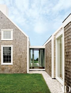 An Ingenious Vacation Compound on the Island of Nantucket -You can find Nantucket and more on our website.An Ingenious Vacation Compound on the Island of Nantucket - Architectural Digest, Glass Walkway, Les Hamptons, Nantucket Cottage, Nantucket Beach, Nantucket Style, Breezeway, Beach Cottages, Porches