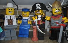 These are the best Lego men costumes Ive ever seen Lego Halloween, Epic Halloween Costumes, Halloween Treats, Happy Halloween, Halloween Decorations, Lego Man Costumes, Lego Costume, Family Costumes, Group Costumes