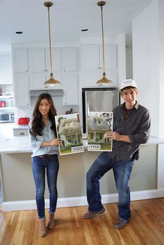 Chip and Joanna from 'Fixer Upper' Costumegoodhousemag Office Halloween Costumes, Best Friend Halloween Costumes, Homemade Halloween Costumes, Theme Halloween, Family Halloween Costumes, Couple Halloween, Halloween Ideas, Halloween Makeup, Halloween 2019