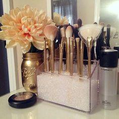 Toda mulher gosta de produtos de beleza, algumas têm o básico, outras exageram na quantidade e variedade de opções. A verdade é que nós a...