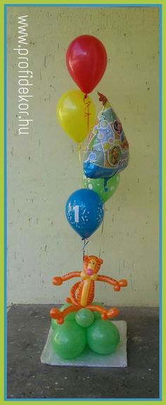 Micimackó, Pooh, héliumos léggömb, balloon, Tigris, tiger Tweety, Balloons, Fictional Characters, Art, Art Background, Globes, Kunst, Fantasy Characters, Hot Air Balloons