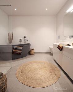 • BATHROOM • Lenge siden jeg har tatt et bad nå, så det skal jeg sette av tid til i helgen👌🏼 Veldig fornøyd med at vi valgte en litt mer… Settee, Bathtub, Bathroom, Interior, Home, Standing Bath, Washroom, Sofa, Indoor
