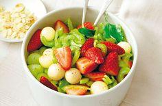 Melone-Selleriesalat mit Erdbeeren - Schrot und Korn - Das Kundenmagazin für den Naturkosthandel