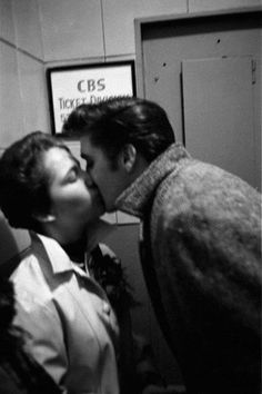 Elvis with a fans in New-York march 17 1956.