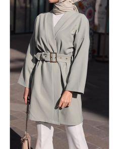 Grntnn olas ierii bir veya daha fazla kii samia on day 3 of ramadan and it feels soooo good wearing viscose cotton crinkle dusty beige from veronacollection btw they are on asos now! Modest Fashion Hijab, Casual Hijab Outfit, Hijab Chic, Hijab Dress, Muslim Fashion, Modern Hijab Fashion, Fashion Outfits, Hijab Mode, Fifties Fashion