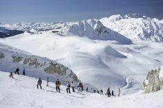 Skieurs sur une piste de ski à Champagny. Snowboarding, Skiing, Freeride Ski, Rhone, Summer Activities, Resorts, Mount Everest, National Parks, Photos