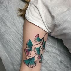 Flower Tattoos, Leaf Tattoos, Body Art Tattoos, Cool Tattoos, Piercing Tattoo, I Tattoo, Henna Ink, Plant Tattoo, Botanical Tattoo