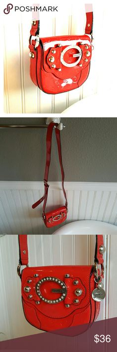 AMAZING Guess Purse! Selling an AMAZING Guess Purse! This purse is super cute and stylish! The strap is adjustable minor scuffing and ready for a night on the town! Guess Bags Shoulder Bags