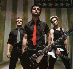 GREEN DAY Nobody wants to be an American idiot after looking at those faces.
