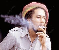 Maconha agora tem marca legal  A família do monstro sagrado do reggae o cantor jamaicano Bob Marley, acaba de lançar o que eles descrevem como a primeira marca de cannabis do mundo.