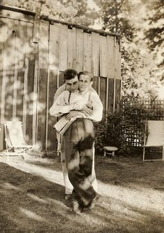 Beautiful vintage photos of gay couples Couples Vintage, Vintage Love, Vintage Men, Vintage Images, Vintage Pictures, Lgbt Couples, Couples In Love, Art Gay, Lgbt History