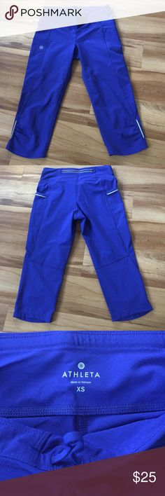 Athleta crop work out pants sz XS These are in excellent condition, size extra small. They are 78% polyester and 22% spandex. Drawstring at waist, two small pockets on the sides. The inseam is 16 inches. Athleta Pants Ankle & Cropped