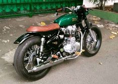 Tracker Motorcycle, Retro Motorcycle, Motorcycle Design, Bike Design, Motor Scrambler, Triumph Scrambler, Enfield Bike, Enfield Motorcycle, Custom Harleys