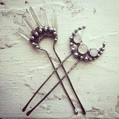moon & raw crystal hair forks ♥ Mond u. Moon Jewelry, Hair Jewelry, Jewelry Box, Jewelry Accessories, Jewelry Design, Jewelry Making, Jewelry Ideas, Jewellery, Silver Jewelry