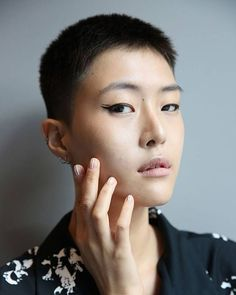 Do you have a steady hand? If not you'd better get practising - spring/summer 2018's shows proved that classic cat-eye liner is back at the beauty forefront this season though taking on a number of new guises. From the bold flashes of colour at Oscar de la Renta to the neat double flicks at Monse pick your favourite new take on the classic make-up trick at the link in bio #britishvoguebeauty via BRITISH VOGUE MAGAZINE official Instagram - #Beauty and #Fashion Inspiration - Beautiful #Dresses…