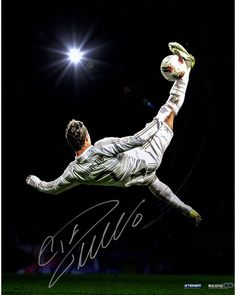 Cristiano Ronaldo Signed Bicycle Kick Photo ( Icon Auth) Soccer Legend Cristiano Ronaldo personally hand-signed this incredible Steiner Original Photo. Ronaldo is one of the most dominant footba Cristano Ronaldo, Ronaldo Juventus, World Best Football Player, Soccer Players, Lionel Messi, Gareth Bale, Ronaldo Pictures, Cr7 Football, Ronaldo Quotes