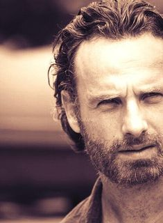 Andrew Lincoln / Rick Grimes The more savage he gets on walking dead the hotter he gets ;)