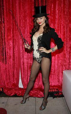 Miranda Kerr Plays Ringmaster of a Sexy Halloween Circus Halloween Costumes Pictures, Celebrity Halloween Costumes, Halloween Dress, Halloween Kostüm, Halloween Outfits, Cool Costumes, Costume Ideas, Adult Costumes, Miranda Kerr