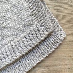 Løs vest med slidser - susanne-gustafsson.dk Knit Patterns, Knitting Projects, Knitted Hats, Knitwear, Knit Crochet, Projects To Try, Blanket, Sweaters, Crafts