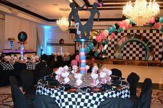 Fiesta temática de 15 para quinceañeras estilo años 50's. #Quinceaneras