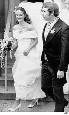 American newspaper heiress, socialite, actress, kidnap victim, and convicted bank robber Patty Hearst married her former bodyguard, Bernard Shaw in 1979. She was granted a full pardon by President Bill Clinton on January 20, 2001.