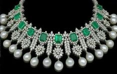Diamond emerald pearl necklace