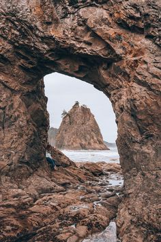 The Ultimate Guide to Rialto Beach and The Hole In The Wall Washington - The Wandering Queen Olympic National Park Weather, National Parks Map, Beach Trip, Vacation Trips, Beach Travel, Hawaii Travel, Washington Beaches, Washington State, Rialto Beach