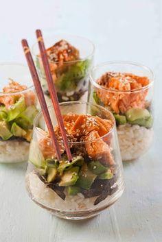 Bicchierini di sushi con salmone - un altro po' di Giappone nel buffet