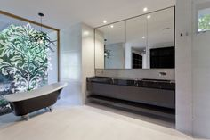 Black and White Bathroom Design Ideas (Paired with Modern Design Features) - Modern Bathrooms Interior, Luxury Master Bathrooms, Modern Master Bathroom, Large Bathrooms, Bathroom Interior Design, White Bathroom, Minimalist Bathroom, Bathroom Designs, Bad Inspiration