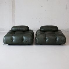 Modular sofa designed by Mario Bellini in 1971 for C&B Italia. Very early pair of the Camaleonda sofa pieces, covered in wonderful and rare green leather, each with small back pads. Furniture Inspiration, Interior Inspiration, Vintage Furniture, Furniture Design, Modern Furniture, Futuristic Furniture, Furniture Storage, Plywood Furniture, Chair Design