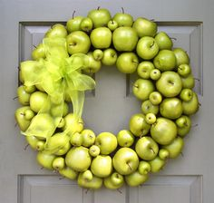 I normally don't like a lot of wreaths but I really like this Apple wreath. 12 Fresh Fall Front Door Decor Ideas via Brit + Co. Fruits Decoration, Apple Decorations, Fall Door Decorations, Outdoor Decorations, Fall Home Decor, Autumn Home, Holiday Decor, Winter Holiday, Wreath Crafts
