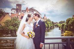 Jindřichův Hradec... Město fotografie, kde mám nafocené každé místo snad stokrát. Proto mám vždy radost, když najdu nějaký nový, neokoukaný záběr... Něco třeba jako na svatbě Aleny a Martina. #svatba #wedding #svatebnifoto #weddingphoto #svatebnifotograf #weddingphotographer #nevesta #zenich #jiznicechy #jindrichuvhradec #jh #jhradec #podbranou #mamsvojipracirad #fotiltomilan