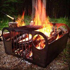 Weekend czas zacząć! Co powiecie na jeepowego grilla? Diy Fire Pit, Fire Pit Backyard, Fire Pits, Diy Grill, Bbq Diy, Jeep Grill, Fire Pit Designs, Cool Jeeps, Suspension Design