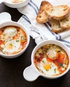 Tomato Mozzarella Baked Eggs Tomato mozzarella baked eggs are fun for the whole family. Each person can create a custom dish; offer fresh basil, sautéed spinach and other add-ins. Egg Recipes, Brunch Recipes, Breakfast Recipes, Cooking Recipes, Spinach Recipes, Cooking Tips, Tomate Mozzarella, Vegetarian Recipes, Healthy Recipes