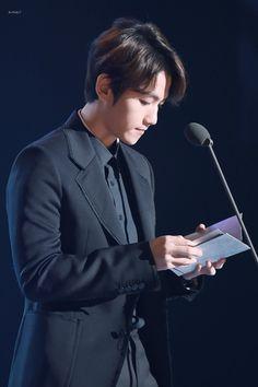 Baekhyun - 160217 5th Gaon Chart K-POP Awards Credit: LuYa0506. (제5회 가온차트 케이팝 어워드)