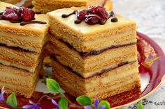 Oj tak, jak w nazwie, dla nas superowe; delikatne miodowe blaty przełożone budyniem na bazie śmietany i kwaskowatymi powidłami, przepyszne p... Sweets Recipes, Cake Recipes, Cooking Recipes, Bakery Cakes, Food Cakes, Napoleon Cake, Torte Cake, Honey Cake, Sweet Pie