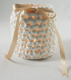 For this jar I used about 120 gram t-shirt yarn which you can buy here, a jar, a 10mm crochet needle and a piece of 10mm satin ribbon 30 inch long. Crochet a chain in slipstitch that fits your jar ...