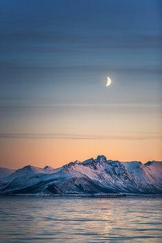 Alsvåg, Vesterålen in Northern Norway. Beautiful shots from Lofoten. Beautiful World, Beautiful Places, Beautiful Pictures, Beautiful Norway, Lofoten, Places To Travel, Places To See, Magic Places, Les Continents