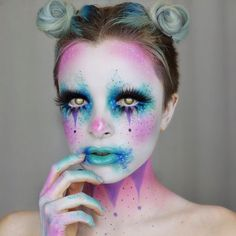 25 kreative Halloween-Make-up-Ideen - Makeup Looks Yellow Scary Clown Makeup, Scary Clowns, Halloween Face Makeup, Maquillage Halloween Clown, Lila Make-up, Galaxy Makeup, Halloween Looks, Halloween Photos, Scary Halloween