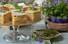 Łatwy jabłecznik na miękkim, biszkoptowym cieście. Łatwy do wykonania, idealnie się kroi, świetny do kawy czy herbaty, na spotkania z przyjaciółmi. Food And Drink, Pudding, Baking, Blog, Cakes, Cake Makers, Custard Pudding, Bakken, Kuchen