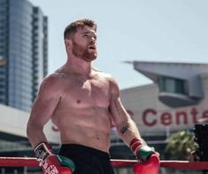 In the stellar fight of Las Vegas there is only one Mexican and it is 'Canelo'. Saúl Álvarez and his team reiterated that in the su. Saul Canelo Alvarez, Beckham, Jonathan Cohen, Boxing Champions, Mma Boxing, Victoria, Shirtless Men, Haircuts For Men, Sport