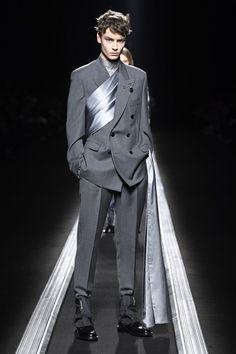 Dior Men Menswear - Autumn 2019 Look 43 High Fashion Men, Mens Fashion, Man Winter Fashion, Fashion Menswear, Menswear Street Style, Smart Menswear, Casual Menswear, Dior Men, La Mode Masculine