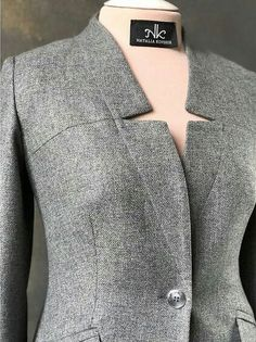 Best 12 Fantastic sewing hacks are available on our internet site. look at this and you wont be sorry you did. Suits For Women, Blouses For Women, Mode Mantel, Iranian Women Fashion, Blazer Vest, Fashion Details, Fashion Design, Business Casual Outfits, Jacket Pattern