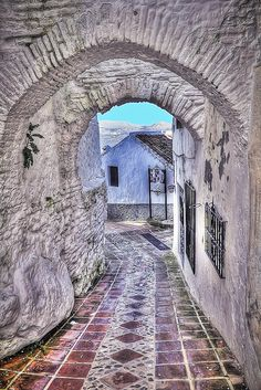 The little village of Comares lies at the dividing line where the Málaga mountains meet the Axarquía region, in the east of the province. Places To Travel, Places To See, Andalucia Spain, Madrid, Spain And Portugal, Spain Travel, Travel Photography, Beautiful Places, Scenery