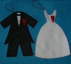 São lembranças estilosas e úteis;   noiva e noivo(trajes), com cordão encerado e um coração.  Valor referente à unidade.  Pedido mínimo 10 unidades.  Antes da compra entre em contato. R$5,00
